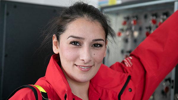 Nino A. ist 32 Jahre alt und bei der Ambulanten Krankenpflege Tutzing e. V. als Altenpflegerin tätig. Nach vierzehn Berufsjahren in verschiedenen Einrichtungen hat sie für sich die schönste Form von Arbeit gefunden. (Foto: Thomas Dashuber/VdPB)